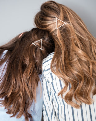 Attache cheveux triangle argenté